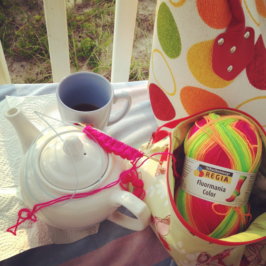 MorningBeachKnit&Tea